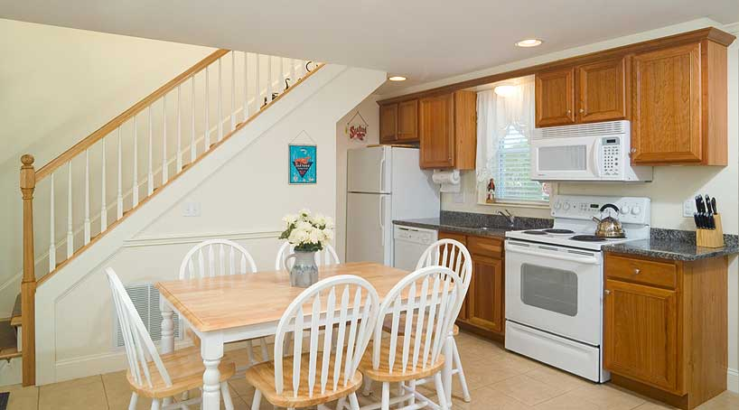 The Cottages, Kitchen and Dining Area - Vacation Rentals - York Beach, Maine