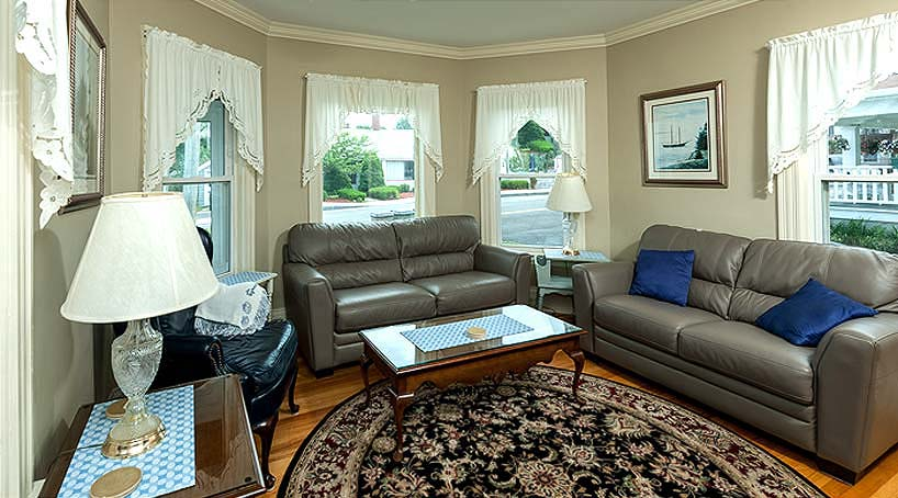 OLB Main House Seating Area - Vacation Rental at York, Maine